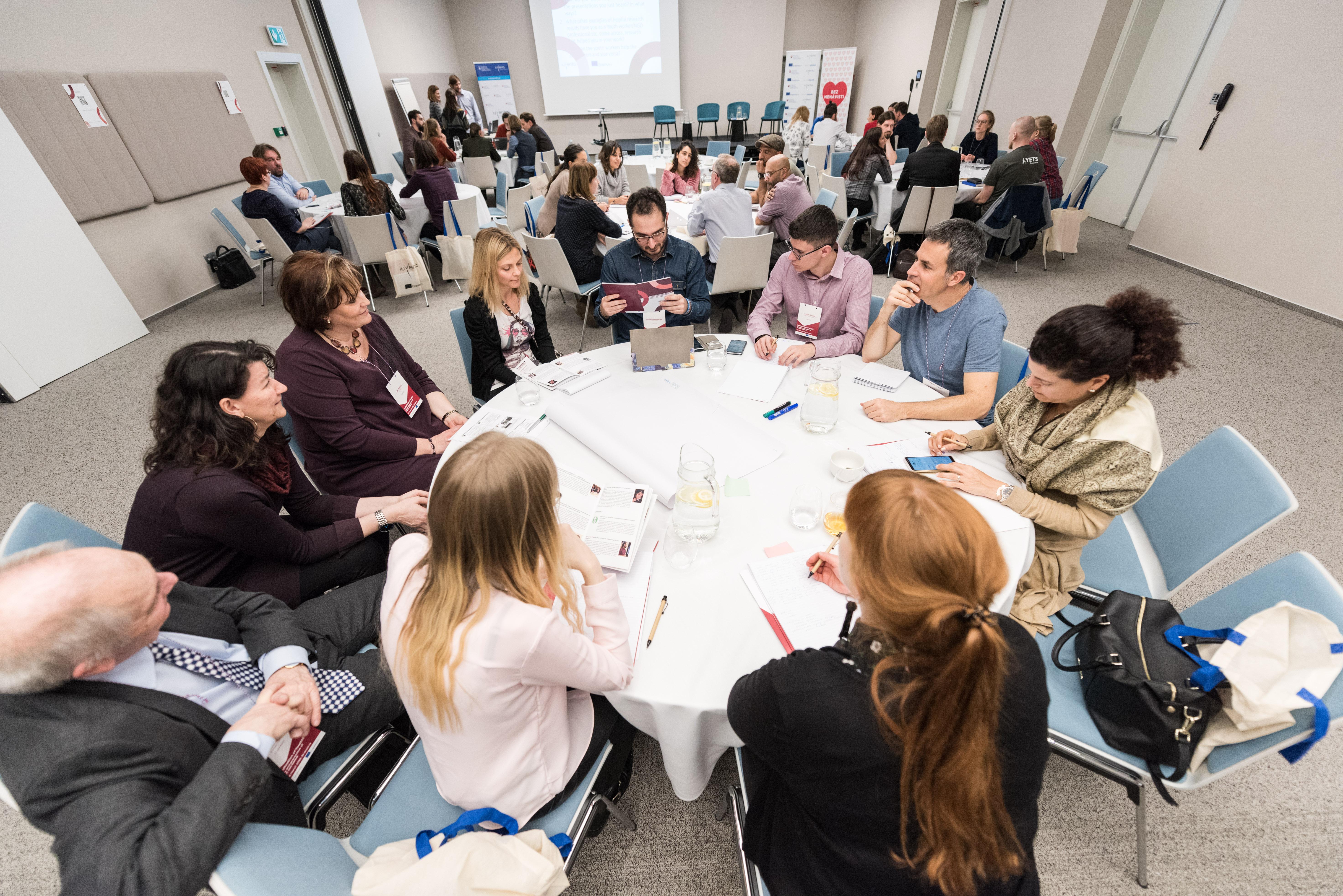 Je radikalizácia mladých ľudí relevantnou témou pre prácu s mládežou?