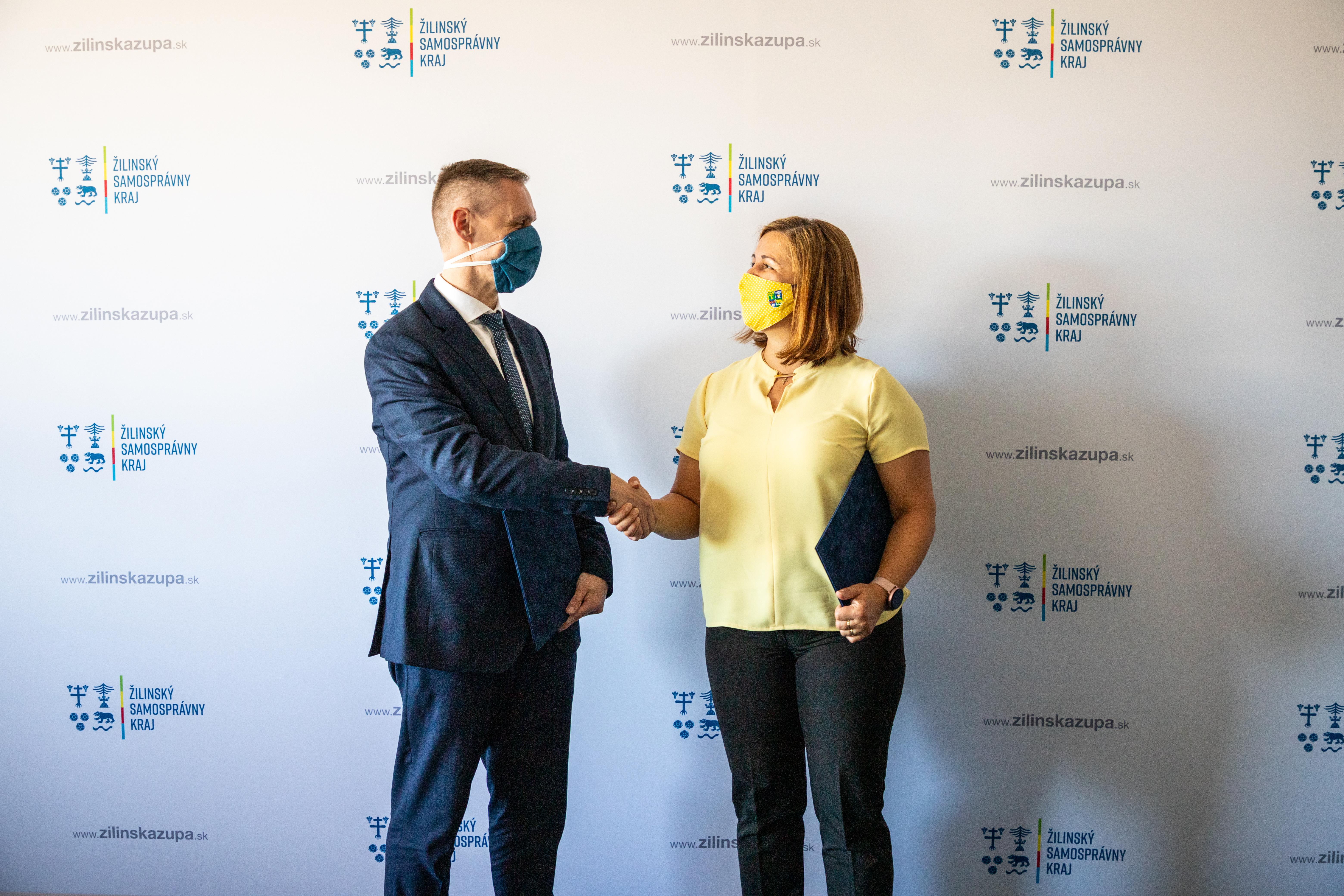 Potrebu podpory rozvoja mládežníckej politiky a práce s mládežou v Žilinskom samosprávnom kraji potvrdili podpismi Memoranda o spolupráci jeho predsedníčka a generálny riaditeľ IUVENTY