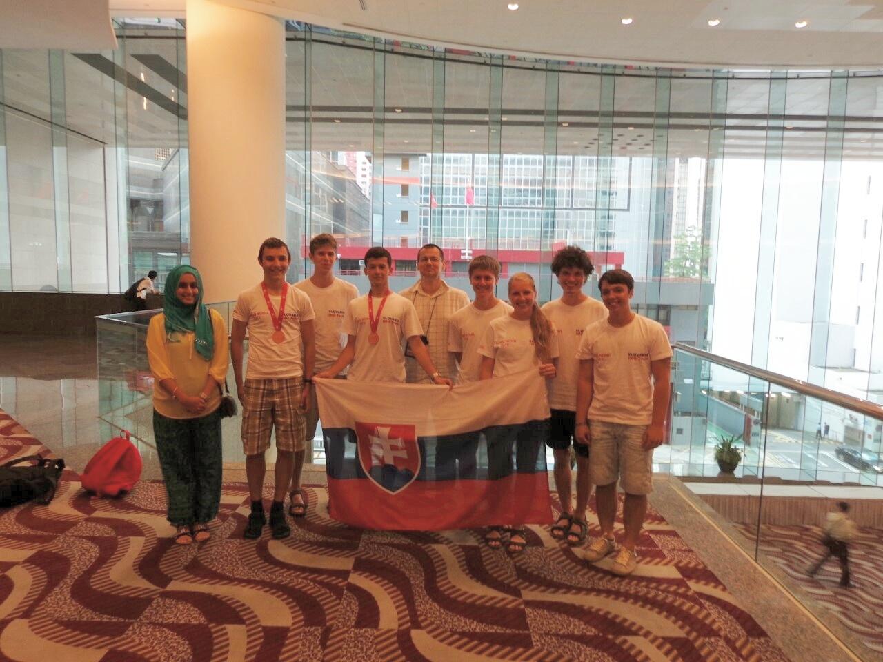 Slovenská delegácia na Medzinárodnej matematickej olympiáde v Hong Kongu